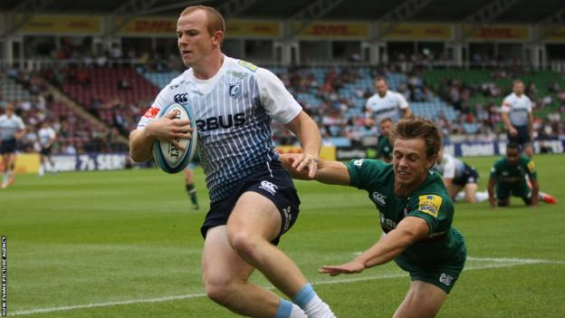 Cardiff Blues' Dan Fish scores his side's first try against Leicester in the Premiership Rugby Sevens Series quarter final win at The Stoop
