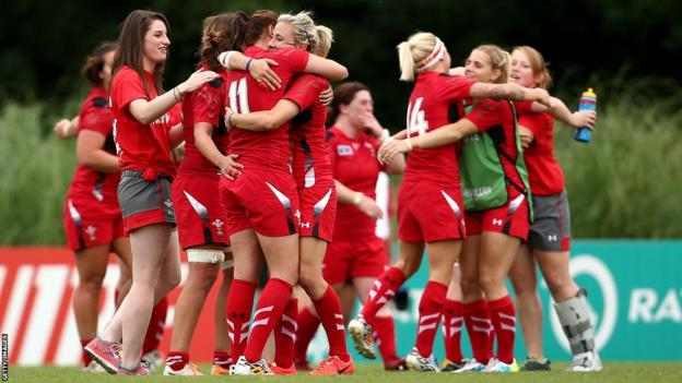 Wales Women celebrate beating South Africa Women 35-3 at the 2014 Rugby World Cup
