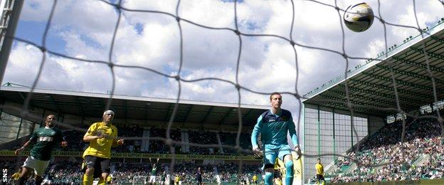 Hibernian goalkeeper Mark Oxley's long punt up the field finds its way into the Livingston net