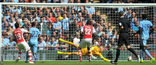 Santi Cazorla puts Arsenal ahead against Manchester City