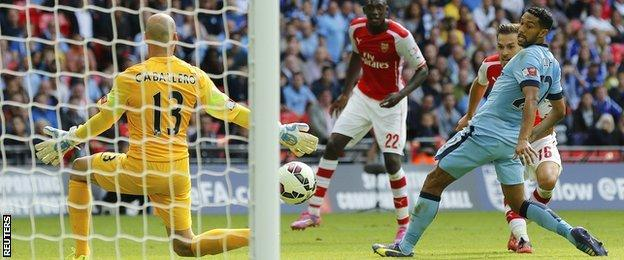 Aaron Ramsey scores Arsenal's second against Manchester City