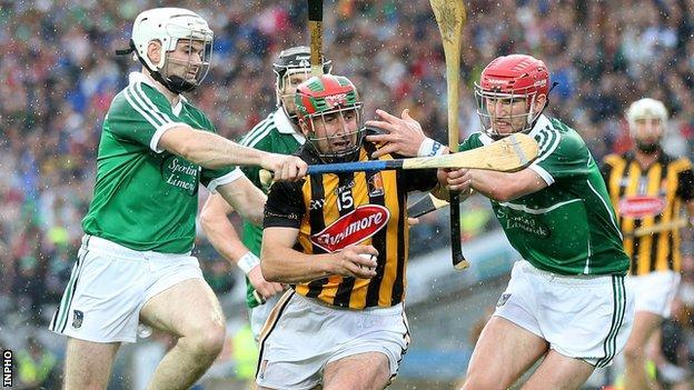 Limerick pair Tom Condon and Seamus Hickey close down Eoin Larkin in Sunday's semi-final