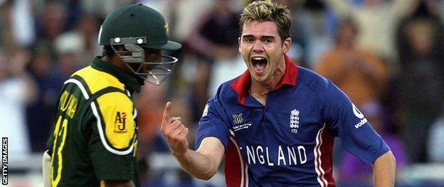 James Anderson bowls Yousuf Youhana at the 2003 World Cup