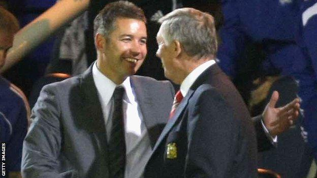 Sir Alex Ferguson and Darren Ferguson shake hands