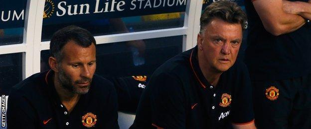 Ryan Giggs (L) and Louis van Gaal