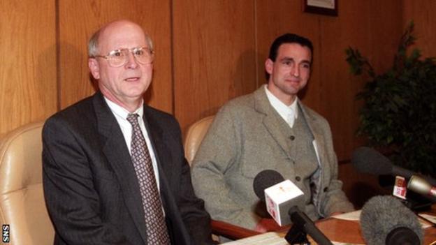 Fergus McCann (left) and Paul McStay when the midfielder announced his retirement