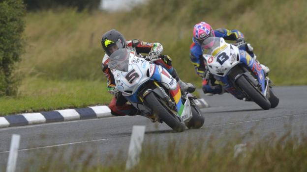 New Zealander Bruce Anstey leads Lee Johnston in the Superbike event at Dundrod