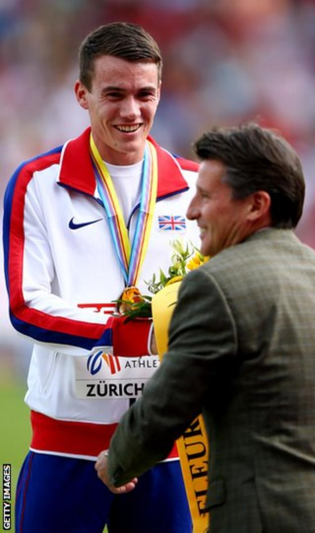 Chris O'Hare receives his bronze medal from Seb Coe