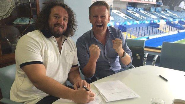 Adam Jones signs for Cardiff Blues