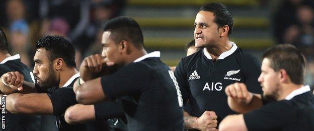 Piri Weepu leads a haka for New Zealand in 2013