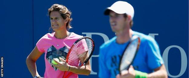 Amelie Mauresmo looks on as Andy Murray practices at Flushing Meadows