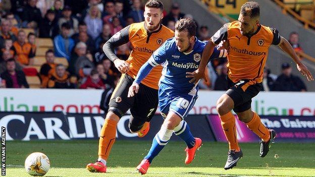 Adam Le Fondre squeezes past two Wolves defenders