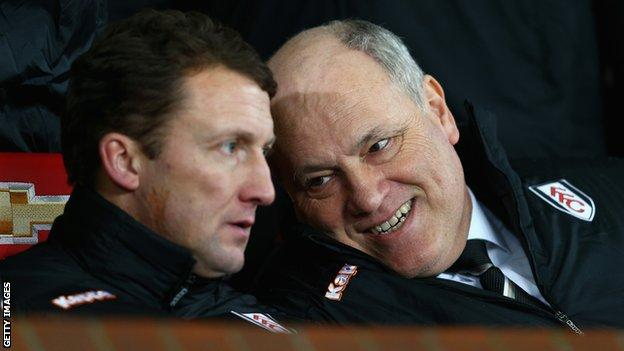Billy McKinlay and Martin Jol in the Fulham dugout
