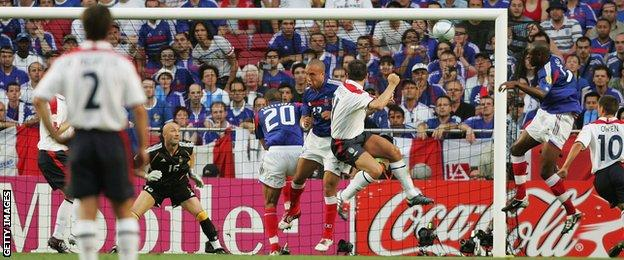 Frank Lampard plays for England at Euro 2004