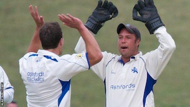 Devon celebrate taking an Oxfordshire wicket