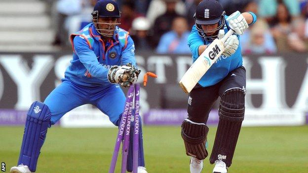 Joe Root is stumped by India captain Mahendra Dhoni