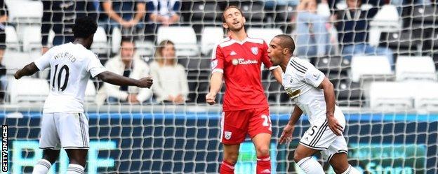 Wayne Routledge celebrates scoring against West Bromwich Albion