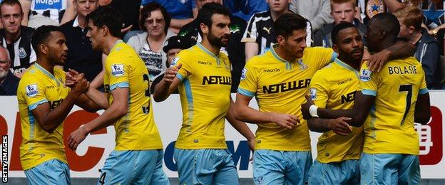The Crystal Palace players celebrate Jason Puncheon's goal