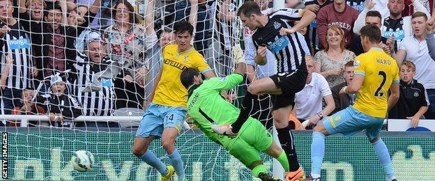 Mike Williamson puts Newcastle 3-2 ahead