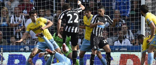 Newcastle's Daryl Janmaat makes it 1-1