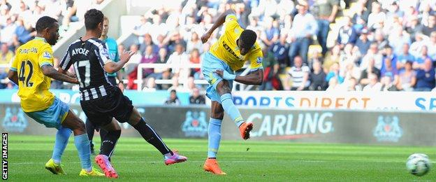 Wilfried Zaha scores to earn Crystal Palace a point