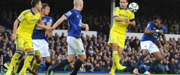 Samuel Eto'o scores for Everton