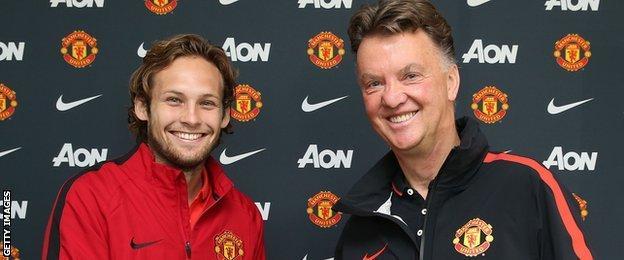 Daley Blind joins Manchester United