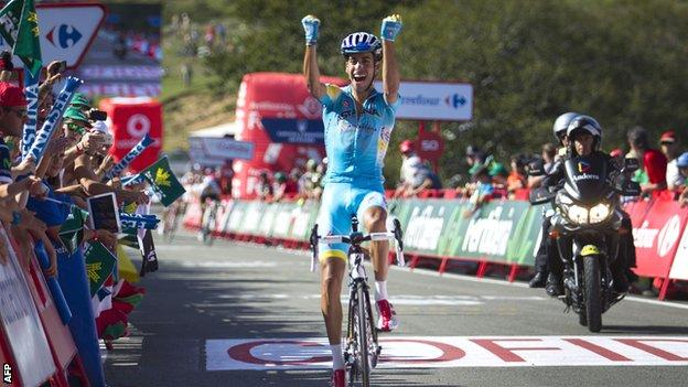 Fabio Aru wins stage 11