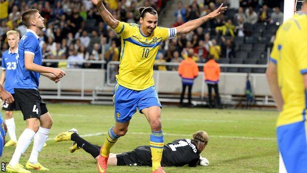 Sweden striker Zlatan Ibrahimovic (centre)