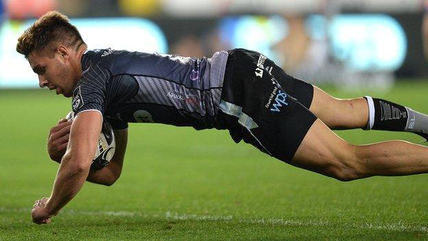 Rhys Webb touches down