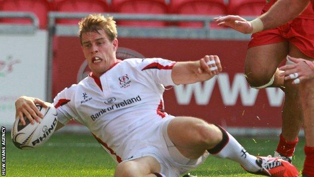 Andrew Trimble scores against Scarlets for Ulster