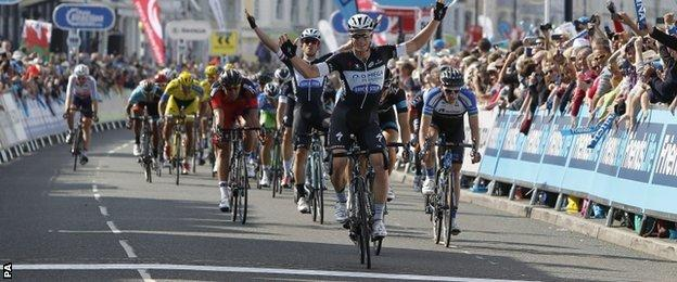Mark Renshaw celebrates after winning the second stage