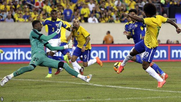 Willian scores Brazil's winner against Ecuador in New Jersey