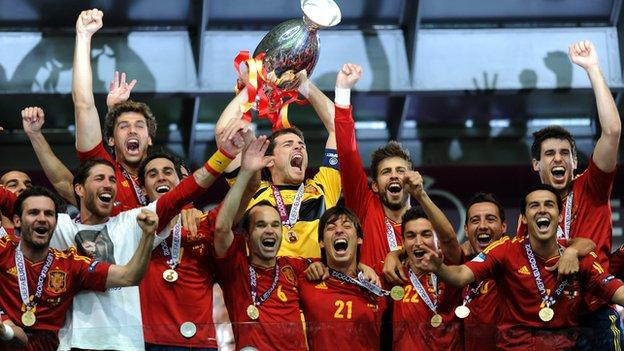 Spain players celebrate winning Euro 2012
