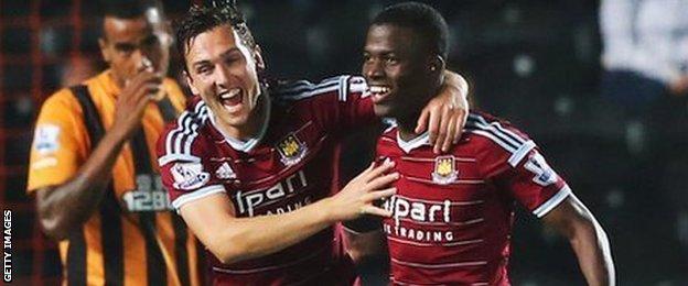 Enner Valencia equalises for West Ham