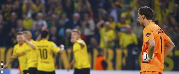 Arsenal goalkeeper Wojciech Szczesny reacts after Borussia Dortmund take the lead through Ciro Immobile