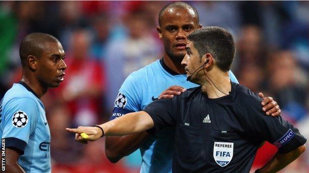 Fernandinho & Vincent Kompany talk to the referee
