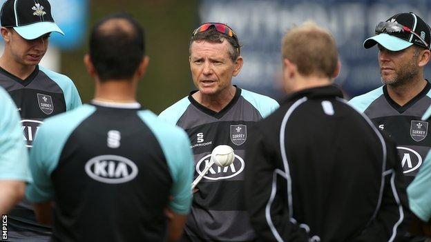 Graham Ford (centre) talks to Surrey players