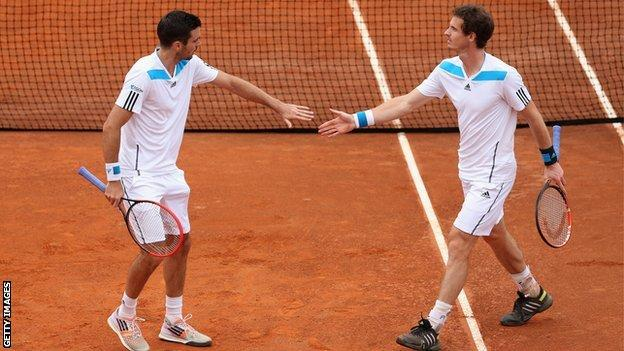 Colin Fleming (L) and Andy Murray in Davis Cup action
