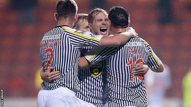 St Mirren were 2-1 winners at Firhill