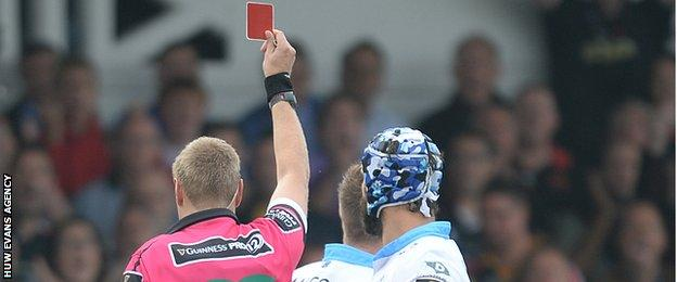 Glasgow's Tyrone Holmes is sent off