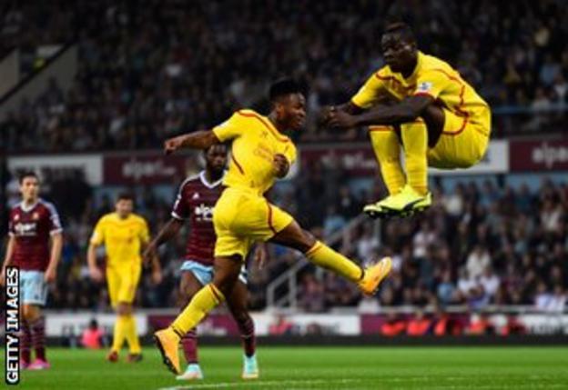 Mario Balotelli levitates