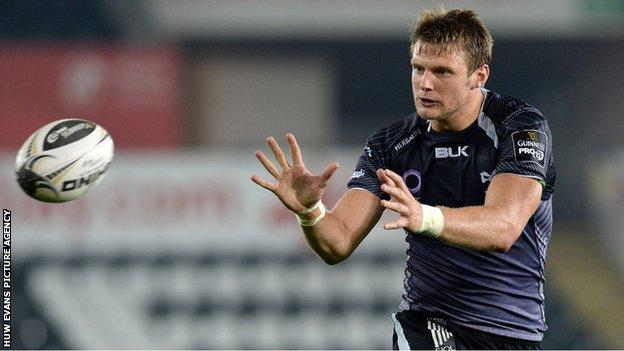 Dan Biggar take a pass for the Ospreys