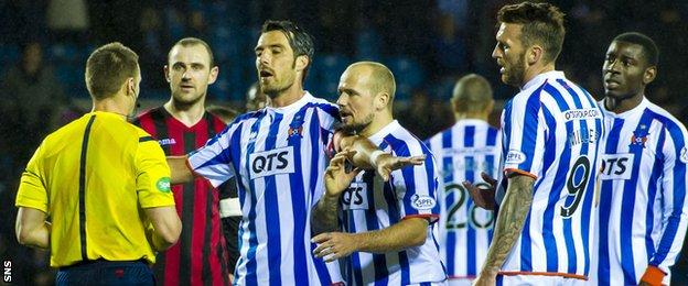 Kilmarnock's Manuel Pascali (centre) and team-mates complain after they are denied a goal