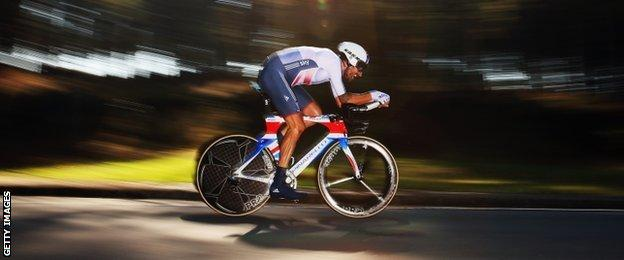 Bradley Wiggins on his way to world time trial gold