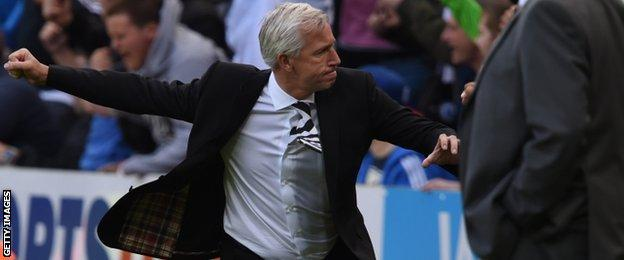 Newcastle manager Alan Pardew celebrates Papiss Cisse's equaliser against Hull