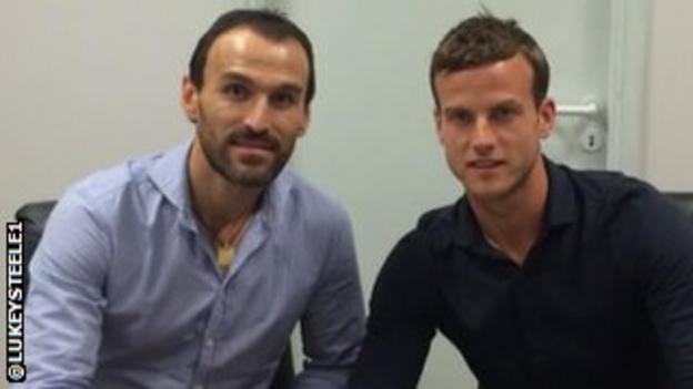 Luke Steele (right) with Panathinaikos technical director Nikos Dabizas