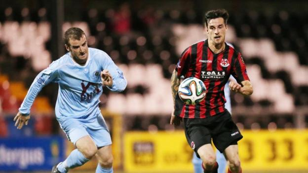 Aaron Walsh and Declan Caddell keep their eyes on the ball during the opening game of the weekend at Seaview