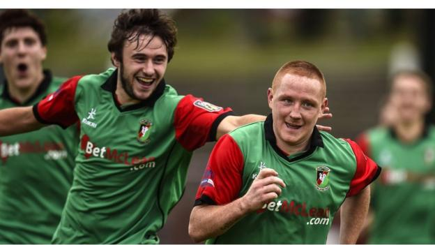Stephen McAlorum scored the only goal of the game in Glentoran's win over Dungannon Swifts at the Oval