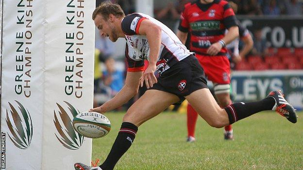 Tom Kessell scores for Cornish Pirates